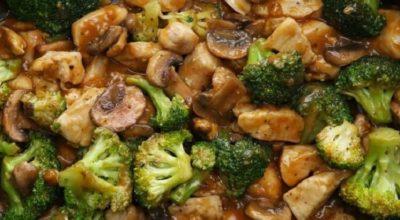 Курица с брокколи и грибами в соусе. Идеальное сочетание
