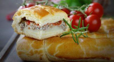 Царский пирог с мясом и помидорами